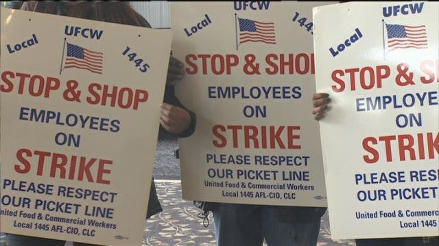 Massachusetts Stop & Shop workers authorize strike